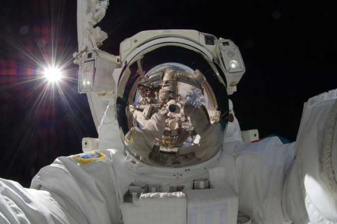 astronaut-self-portrait-1024x680