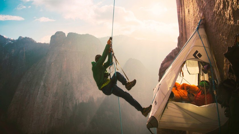 adventure-portaledge-camp-on-dawn-wall